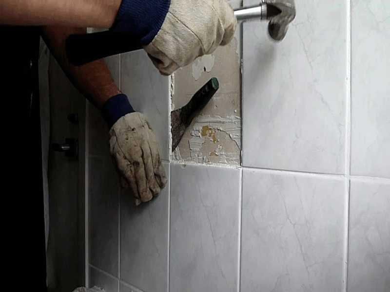 Como quitar azulejos de una pared sin que se rompan los - Como blanquear las juntas de los azulejos ...